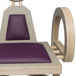 Zoom chaise ELENA design et tendance en bois, taupe/violet