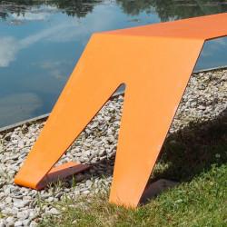 Banc extérieur en métal ludique, coloré et original, couleur orange