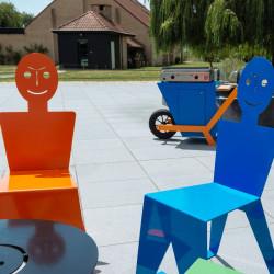 Chaise pour l'extérieur en métal ludique, colorée et originale, couleur orange