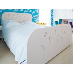 Lit d'enfant ou ado au design tendance et original, couleur rose clair