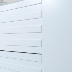 Commode composée de quatre grands tiroirs coulissants et deux portes latérales