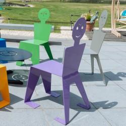 Chaise pour l'extérieur en métal ludique, colorée et originale, couleur violet