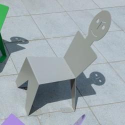 Chaise pour l'extérieur en métal ludique, colorée et originale, couleur gris clair